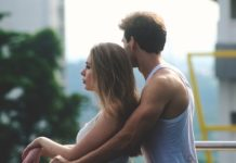 signs that your partner is controlling